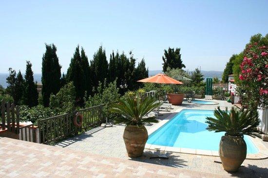 B&B Casa di Luca: Vista mare dalla piscina