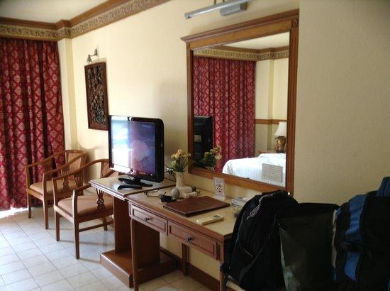 Phi Phi Hotel: habitacion