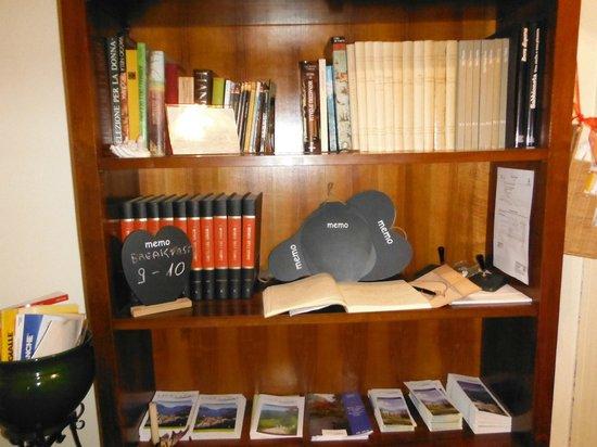 B&B Villa Olmo: biblioteca