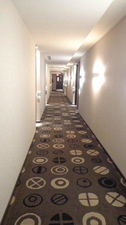 Hotel Le Germain Maple Leaf Square: The hotel has a sleek, modern design