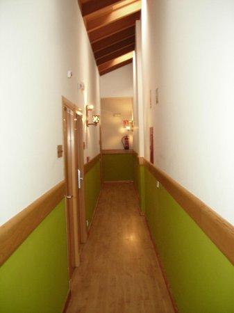 Hostal La Gavilla: pasillo segunda planta