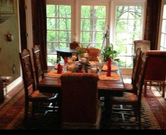 Elm Creek Manor: Dining room with beautiful views
