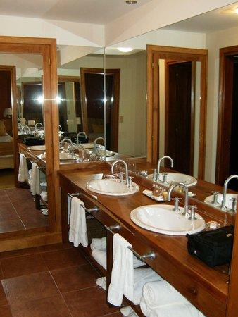 Antares Patagonia Suites & Eventos: Banheiro.