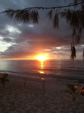 Heilala Holiday Lodge: Beautiful sunsets at the beach