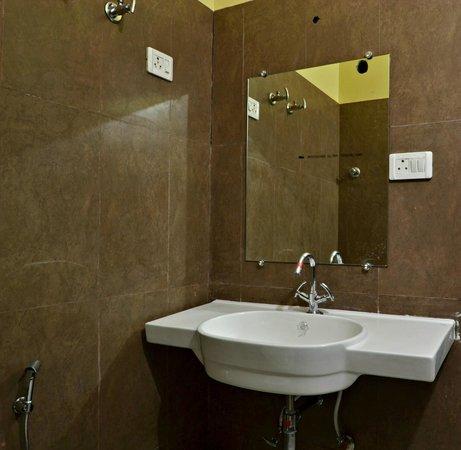Hotel Ramsingh Palace: bathroom