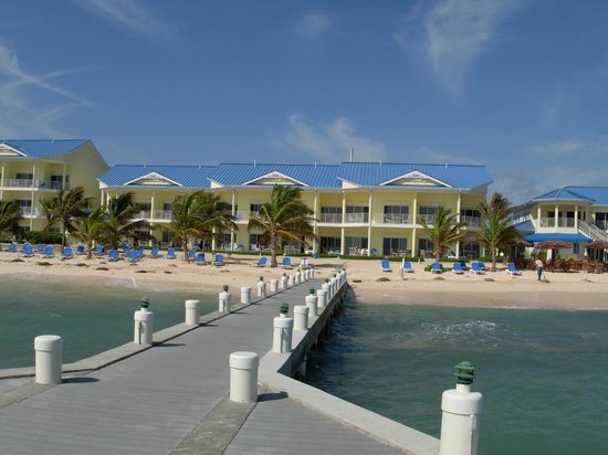Wyndham Reef Resort: View looking at the resort from the pier.