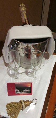 Marcella Royal Hotel: Champagne courtesy of staff