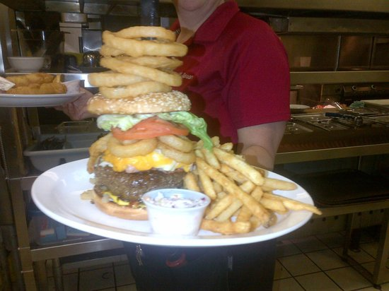 All Seasons Inn & Restaurant : Flying Pig Burger
