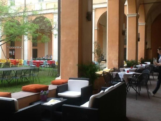 Chiostro 2013 - Arredi e Giardino con Palco