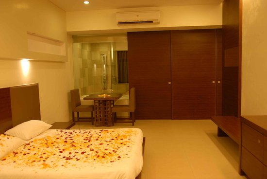 Silver Sands Beach Resort Daman: Bedroom Of Luxury / Luxury Plus Room - Crown Club
