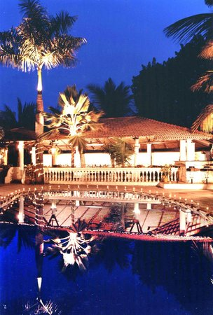 Silver Sands Beach Resort Daman: Pool Side Restaurant