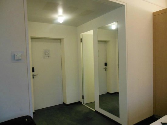 Grand Hotel Europe: room entrance