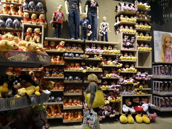 Disney Store Toys : Lots of characters toys foto di disney store new york