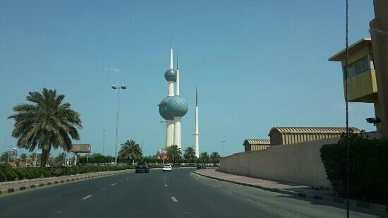 Kuwait Towers: from gulf road