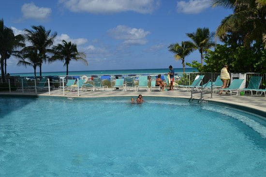 Doubletree by Hilton Ocean Point Resort & Spa: pool and beach view