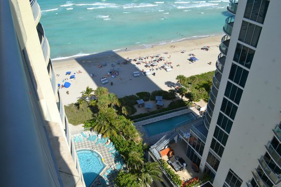 Doubletree by Hilton Ocean Point Resort & Spa - North Miami Beach: view from 16th floor