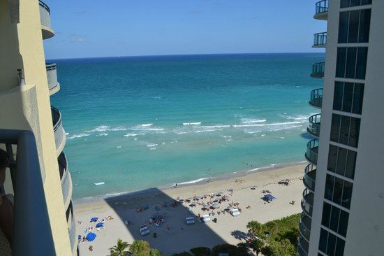 Doubletree by Hilton Ocean Point Resort & Spa - North Miami Beach: sunny isles beach