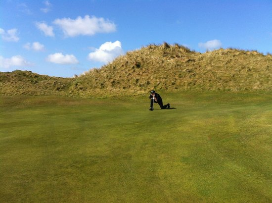 Ballybunion Golf Club: Contemplating a putt, Cashen Course