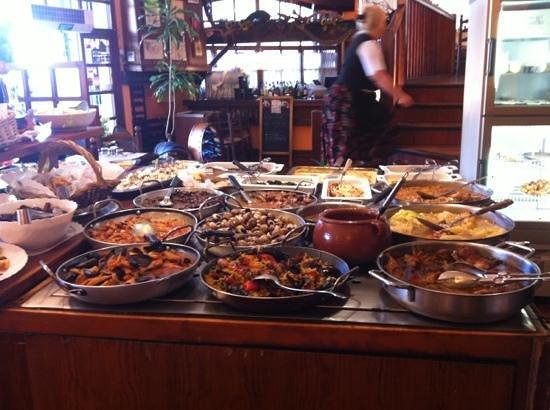 El Tiberi bufet gastronomía tradicional catalana: comida típica catalana, mucha variedad y muy buena calidad.