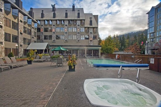 Mountain Side Hotel Whistler by Executive: 4417 Sundial Place - Mountain Side Hotel pool area