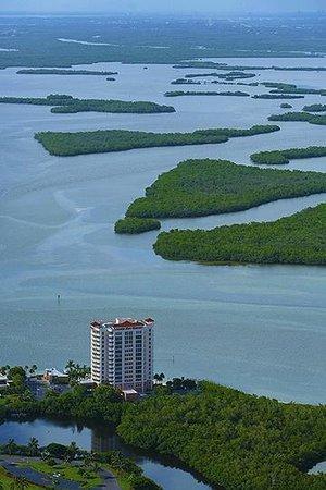 لافرز كي ريزورت: Back Bay and estuaries of Lovers Key.