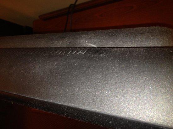 AmericInn Lodge & Suites Boiling Springs - Gardner Webb University : Dust covered TV