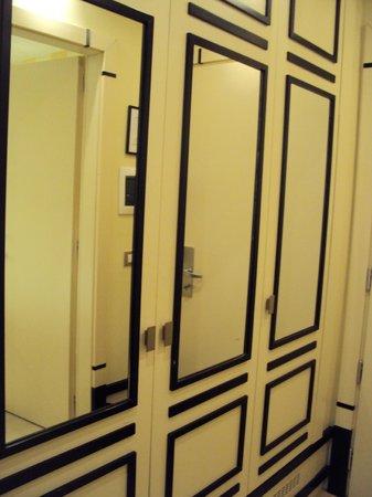 FH Grand Hotel Palatino: closet area