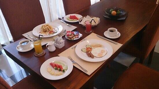 The Khayangan Villas: Breakfast