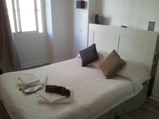 Le Petit Hotel: Het bed