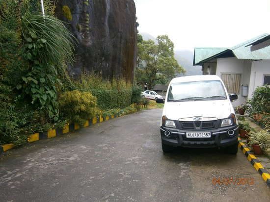 Deshadan Mountain Resorts : Near Reception-Parking
