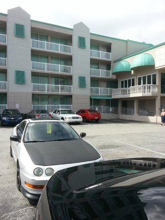 Boardwalk Inn and Suites: view from parking lot