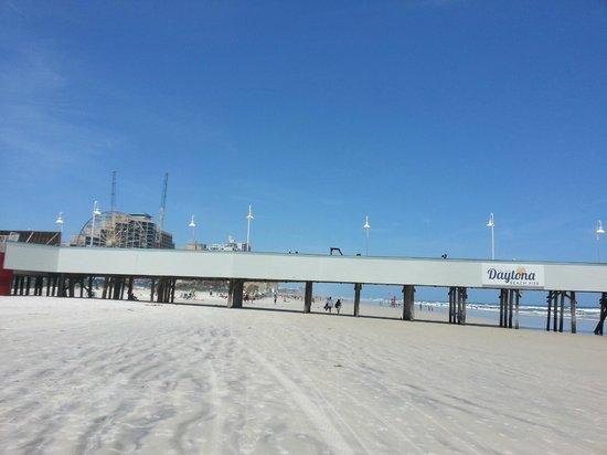 Boardwalk Inn and Suites: pier/ocean walk