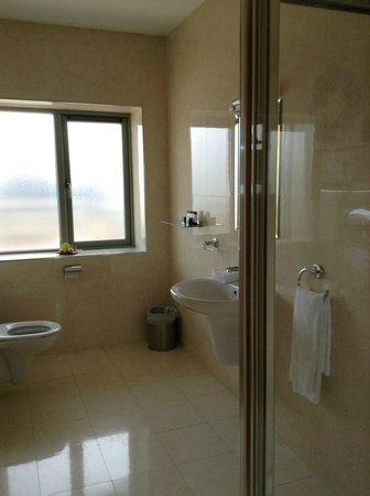 Park Place Apartments: Bathroom