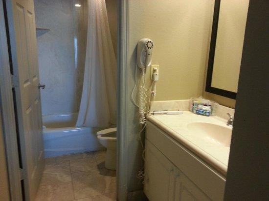 Boardwalk Inn and Suites: bathroom/vanity