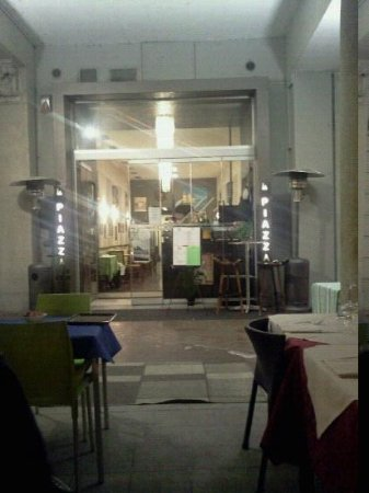 Ristorante La Piazza : ingresso locale