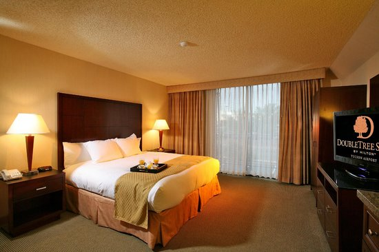 DoubleTree Suites by Hilton Tucson Airport: King Suite