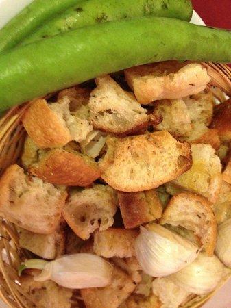 Lou Balico : croutons, ail et fevettes