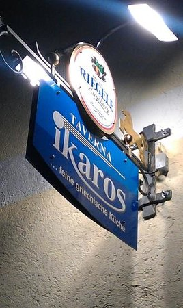 Taverna Ikaros: Titel hinzufügen