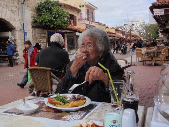 Dedem K. Restaurant : heerlijk eten voor alle leeftijden