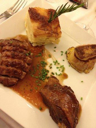 Le Petit Sommelier : Trilogie de canard : magret, demi-cuisse de confit, escalopine de foie gras poêlé sur pain perdu