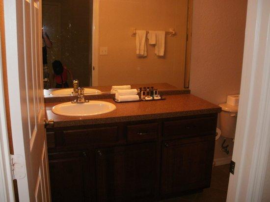 Mystic Dunes Resort & Golf Club: Bathroom