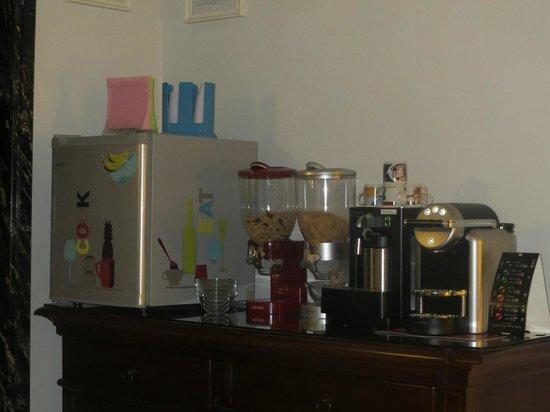 2 Passi al Colosseo B&B : Angolo Colazione Caffè Latte Musli, Frigo