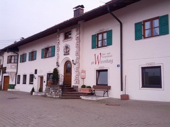 Kurhotel am Wiesenhang: the entrance after the abrupt parking