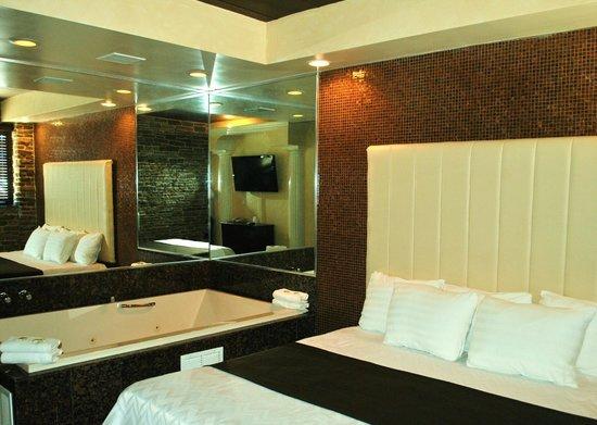 Surfside 3 Motel: Whirlpool King Room