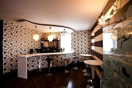 Hotel Restaurante Puente Romano: bar