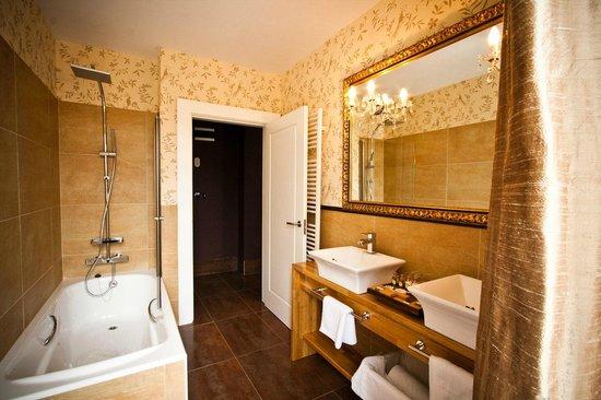 Hotel Restaurante Puente Romano: Baño