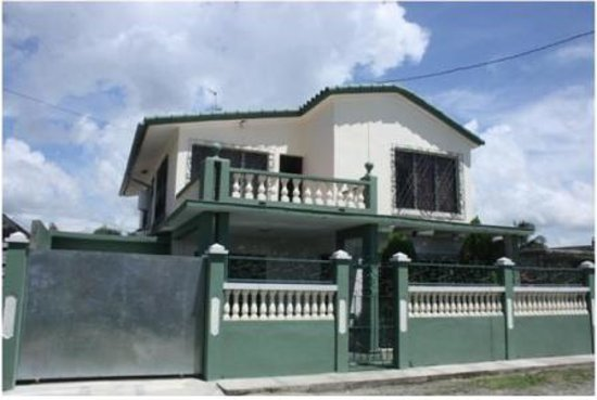Hostal La Verde : Front of the house