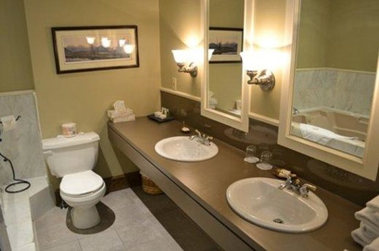 Mount Royal Hotel: Suite Washroom