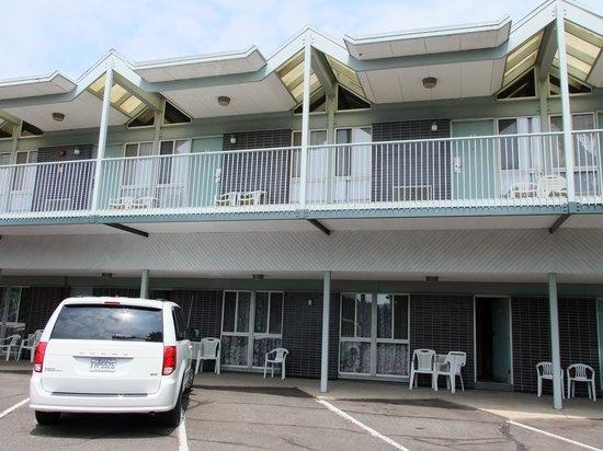"""Rodeway Inn Fallsview: parcheggio davanti """"casa"""""""