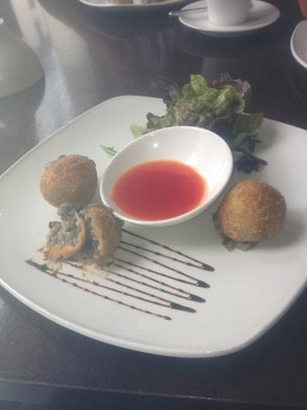 The Moon Highgate: smoked applewood cheese and mushrooms with sweet chilli dip ,